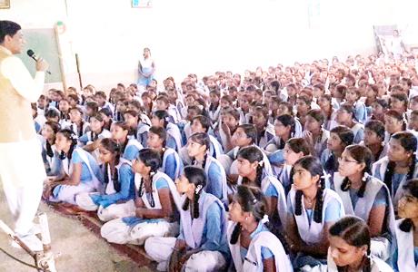 अखिल विश्व गायत्री परिवार के युवा संगठन दिव्य भारत युवा संघ छतीसगढ़ की दीया वुमन विंग ने राष्ट्र निर्माण में युवाओं की भागीदारी विषय को लेकर 15 नवम्बर 2017 को तुलाराम आर्य कन्या उ. मा. शाला एवं 16 नवम्बर को शासकीय उच्चतर माध्यमिक शाला कैम्प-1 भिलाई में कार्यशाला का आयोजन किया।