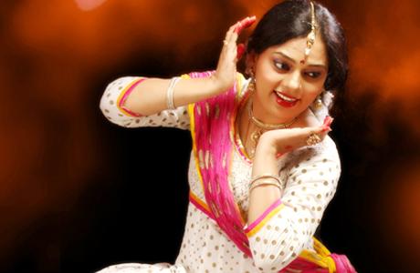 भिलाई। देश भर के शास्त्रीय, पाश्चात्य और सुगम शैली के नृत्य व संगीत की अनूठी प्रतियोगिता भिलाई में होने जा रही है। इसमें न सिर्फ कलाकार विभिन्न वर्ग में अपनी प्रस्तुति देंगे बल्कि उत्कृष्ट प्रस्तुतियों के आधार पर इन कलाकारों को राष्ट्रीय अवार्ड से सम्मानित भी किया जाएगा। कृष्णप्रिया कथक कला केंद्र भिलाई-दुर्ग की ओर से कृष्णप्रिया राष्ट्रीय अवार्ड प्रतियोगिता एवं अखिल भारतीय नृत्य एवं संगीत प्रतियोगिता का भव्य आयोजन 17 दिसंबर से 21 दिसंबर तक एसएनजीडी सभागार सेक्टर-4 में होने जा रहा है।