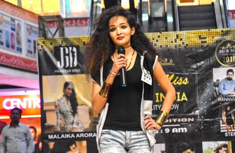कांकेर। उत्तराखंड की राजधानी देहरादून में चल रहे एएफटी मिस इंडिया-2018 के ग्रड फिनाले में बस्तर की बेटी आइशा लॉरेंस सिंह भी पहुंच चुकी हैं। लारेंस, इस संभाग की पहली प्रतिभागी हैं। प्रतियोगिता का फाइनल अप्रैल में बंगलुरु में होने की संभावना है। आइशा लारेंस, नगर के राजापारा वार्ड में बचपन गुजारने के बाद कुछ दिनों तक भानुप्रतापपुर में भी रहीं।