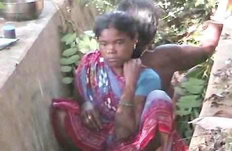 कांकेर। राज्य की सीमा से लगे कोरापुट (ओडिशा) के जिला अस्पताल में प्रसव कराने पहुंची गर्भवती को अस्पताल में भर्ती नहीं किया गया। इससे महिला ने अस्पताल के पास ही सूखे नाले में नवजात को जन्म दिया।