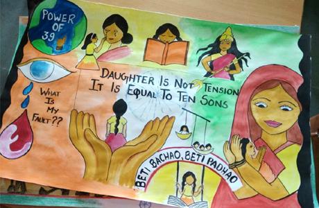भिलाई। श्री शंकराचार्य महाविद्यालय के महिला प्रकोष्ठ विविधा द्वारा पोस्टर प्रतियोगिता का आयोजन किया गया। जिसका विषय सेव गर्ल चाइल्ड था। इस दौरान महाविद्यालय के विद्यार्थियों ने चित्र के माध्यम से अपने विचार अभिव्यक्त किए और समाज में जागरूकता लाने का प्रयास किया।