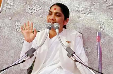 गुण्डरदेही। योग शक्ति गीती दीदी ने कहा कि मन के अन्दर गुण और अवगुण के बीच द्वन्द्व चलता रहता है। जब मन थका हुआ होता है तब वह आसुरी शक्तियों से लडऩे में असमर्थ होता है। वह तनाव अथवा अवसाद का शिकार हो जाता है। ऐसे समय में गीता का ज्ञान उसे मोटिवेट करके अवसाद से बाहर निकलने में मदद कर सकता है।