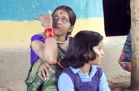 रुद्री। किसानों की लाचारी और बच्चों के भोलेपन पर बन रही फिल्म 'अतरंगी' की शूटिंग शुक्रवार 1 जून को शुरू हो गई। इस फिल्म में रायपुर के मंजे हुए कलाकार योगेश अग्रवाल एवं भिलाई की चंचल साहू मुख्य भूमिकाओं में हैं। फिल्म का निर्देशन पवन गुप्ता कर रहे हैं। फिल्म में भिलाई के लगभग एक दर्जन बच्चे भी काम कर रहे हैं।
