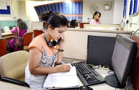 भिलाई। स्टेनो हिन्दी की परीक्षा में रमन आईटीआई के सर्वाधिक प्रशिक्षणार्थियों ने सफलता प्राप्त की है। संस्था मेें पंजीकृत 52 प्रशिक्षुओं में से 9 ने यह कठिन परीक्षा उत्तीर्ण कर ली जबकि 30 अन्य ने थियोरी की परीक्षा उत्तीर्ण कर ली है। बाबा दीप सिंह नगर स्थित रमन आईटीआई, शासकीय आईटीआई से इतर एकमात्र ऐसी संस्था है जो स्टेनो हिन्दी का प्रशिक्षण प्रदान करती है।