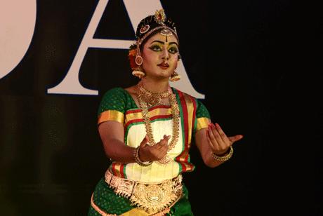 भिलाई। ऑल इंडिया डांसर्स एसोसिएशन (आइडा) के बैनर तले आयोजित ऑल इंडिया कॉम्पिटिशन ऑल म्यूजिक एंड डांस तथा नटवर गोपीकृष्ण अवार्ड-2019 में आयुषी बलैया को कुचिपुड़ी श्रेणी में स्वर्ण पदक प्रदान किया गया है। इस प्रतियोगिता का आयोजन नृत्यथि कलाक्षेत्रम द्वारा प्रतिवर्ष किया जाता है जिसमें देश भर के कलाकार अपनी प्रस्तुतियां देते हैं।