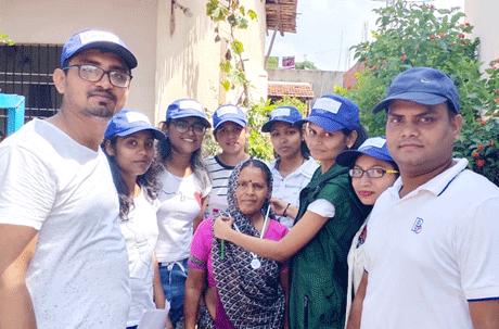 भिलाई। महात्मा गांधी की 150वीं जयंती के उपलक्ष्य में संजय रूंगटा ग्रुप ऑफ़ इंस्टीट्युशंस द्वारा संचालित रूंगटा कॉलेज ऑफ़ सांईस एण्ड टेक्नोलॉजी द्वारा ग्राम स्वच्छता सर्वेक्षण 2019 ग्राम कुरुद व ग्राम ढौर में किया गया। घरों में मानक स्तर पर समारोह आयोजित कर स्वच्छता और स्वच्छता के प्रति जागरूकता का महाविद्यालय के शिक्षकों और छात्रों द्वारा प्रयास किया गया जिसमें घरों की आंतरिक व बाहरी स्वच्छता का निरीक्षण किया गया।