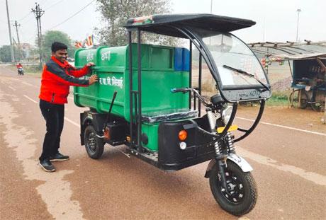 Nagar Palik Nigam Bhilai gets 37 e-rickshaw for swacchata abhiyan