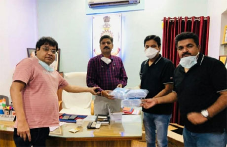 Sharda Samarthya Trust provides 1000 masks to policemen