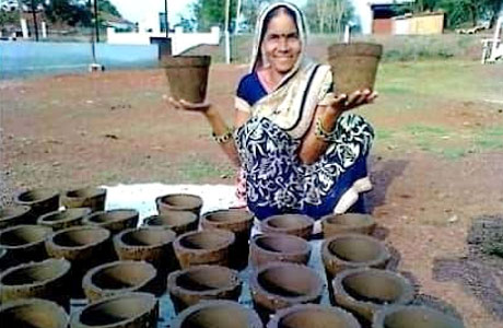 Self Help Group makes good earning from Cow-dung pots