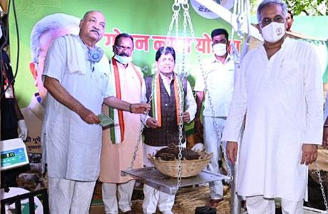 Godhan yojana starts in Chhattisgarh, CM buyes 48 kgs of dung
