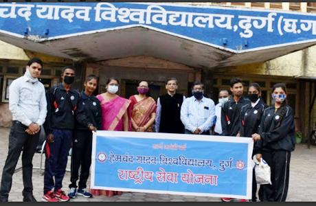 NSS team of Hemchand Yadav University