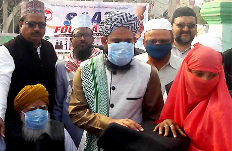 Saaz foundation distributes blankets to the needy