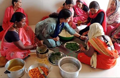WSHGs in Bemetara making Herbal Gulal for Holi
