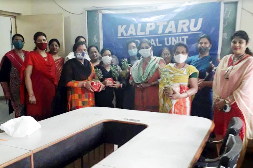 Kalpataru of SSSSMV felicitates class IV staff on Women's Day