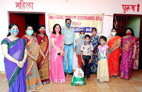 एमजे कालेज ने प्रियदर्शिनी परिसर के आश्रय स्थल में किया अन्नदान
