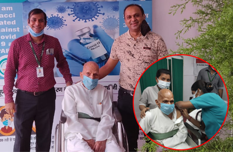 93 year old gets vaccinated at Sparsh Hospital