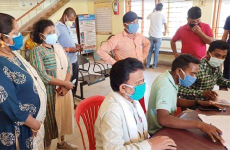 बेमेतरा जिले में टीकाकरण को लेकर युवाओं में जबरदस्त उत्साह