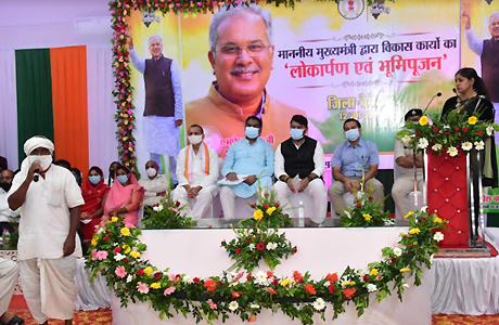 CM Baghel Interacts with beneficiaries