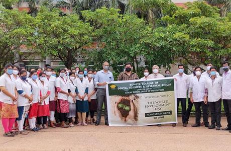 पर्यावरण दिवस पर रूंगटा डेंटल कॉलेज में वृक्षारोपण